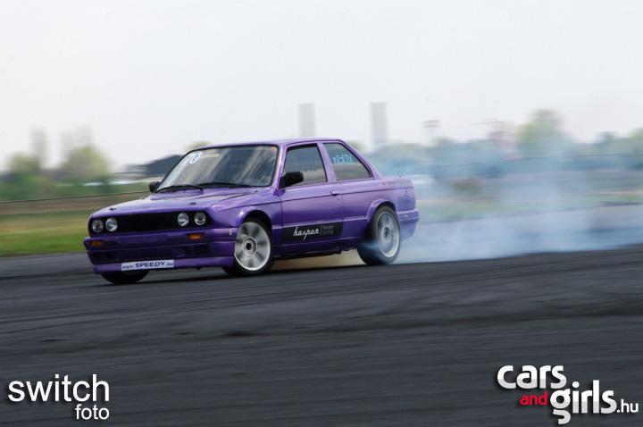 http://www.carsandgirls.hu/download/gallery/drift110417/CarsAndGirls_drift110417_127.jpg