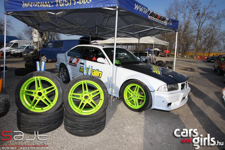 http://www.carsandgirls.hu/download/gallery/gymkhana110325/CarsAndGirls_gymkhana110325_117.jpg