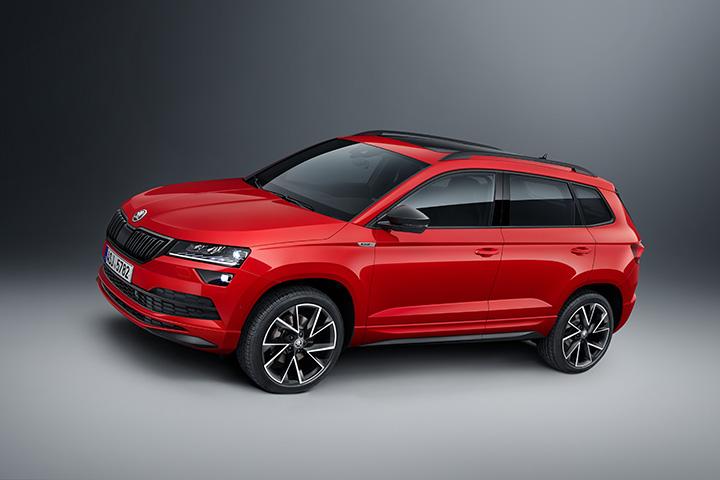 98844ea225aa Kompakt-SUV sorozata második, dizájnjában és menetdinamikájában egyaránt  még sportosabb újdonságát, a KAROQ SPORTLINE modellt mutatja be a ŠKODA  októberben, ...